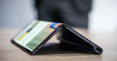 Huawei забавя пускането на сгъваемия си телефон Mate X